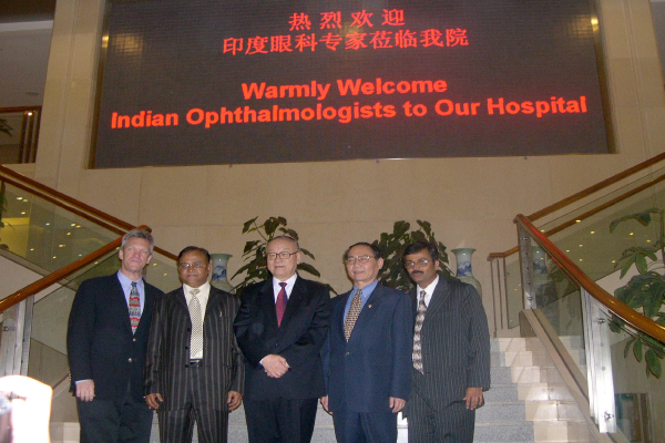 Eye-Surgeons-to-Hong-Kong
